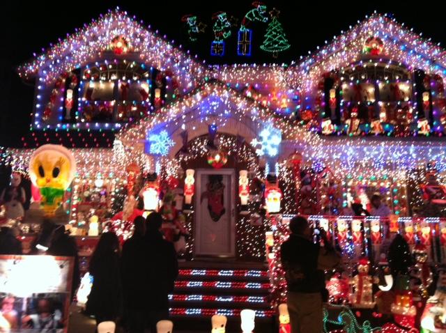 Christmas Lights On Houses.I M Jewish And I Love Christmas Lights On Houses An Awesome